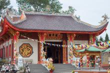 chinese-pagoda-dong-nai-vietnam-2
